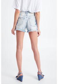 Twinset Milano - SZORTY JEANSOWE TWINSET. Stan: podwyższony. Materiał: jeans. Długość: krótkie. Sezon: lato. Styl: klasyczny, rockowy #3