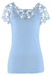 Niebieska bluzka bonprix w koronkowe wzory