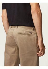BOSS - Boss Chinosy Schino 50379154 Beżowy Regular Fit. Kolor: beżowy. Materiał: materiał