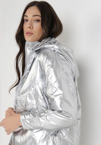 Born2be - Srebrna Kurtka Kallamna. Kolor: srebrny. Długość: długie. Styl: elegancki
