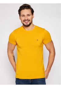 TOMMY HILFIGER - Tommy Hilfiger T-Shirt Stretch MW0MW10800 Żółty Slim Fit. Kolor: żółty