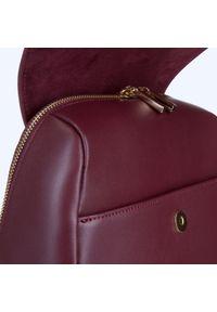 Wittchen - Damski plecak skórzany z paskami. Kolor: czerwony. Materiał: skóra. Wzór: haft, paski, aplikacja. Styl: elegancki, casual