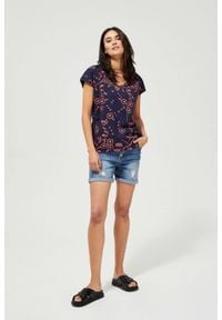 MOODO - Szorty jeansowe z przetarciami. Materiał: jeans. Wzór: gładki