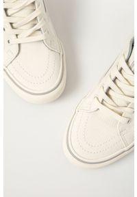 Vans - Tenisówki. Nosek buta: okrągły. Zapięcie: sznurówki. Kolor: biały. Materiał: guma