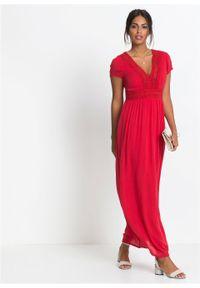 Długa sukienka letnia z koronką bonprix truskawkowy. Kolor: czerwony. Materiał: koronka. Wzór: koronka. Sezon: lato. Długość: maxi