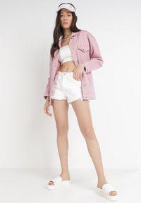 Różowa kurtka jeansowa Born2be