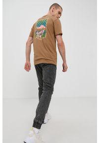 columbia - Columbia - T-shirt. Okazja: na co dzień. Kolor: brązowy. Materiał: bawełna, dzianina. Wzór: gładki. Styl: casual