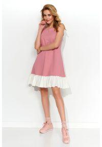e-margeritka - Sukienka trapezowa dzianinowa z falbaną różowa - 36. Kolor: różowy. Materiał: dzianina. Długość rękawa: na ramiączkach. Typ sukienki: trapezowe