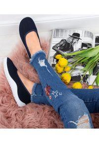 SKOTNICKI - Tenisówki damskie Skotnicki T-3-0556 Granatowe. Zapięcie: bez zapięcia. Kolor: niebieski. Materiał: tkanina, materiał, guma. Obcas: na obcasie. Wysokość obcasa: średni, niski