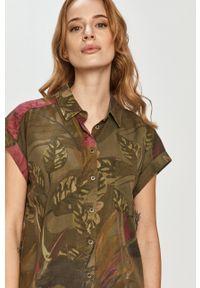 Desigual - Koszula. Okazja: na co dzień. Kolor: zielony. Długość rękawa: krótki rękaw. Długość: krótkie. Styl: casual