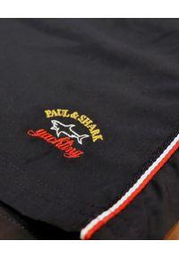 PAUL & SHARK - Granatowe szorty z haftowanym logo. Kolor: niebieski. Wzór: haft. Styl: wakacyjny