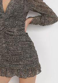 Born2be - Czarno-Beżowa Sukienka Leulane. Typ kołnierza: dekolt w serek. Kolor: czarny. Materiał: tkanina. Długość rękawa: długi rękaw. Długość: mini