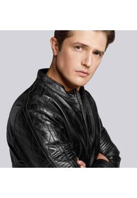 Wittchen - Męska kurtka ze skóry z lampasami. Okazja: na co dzień. Kolor: czarny. Materiał: skóra. Styl: casual