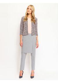 TOP SECRET - Spodnie długie damskie zwężane. Okazja: na co dzień, do pracy. Kolor: szary. Długość: długie. Sezon: jesień, zima. Styl: elegancki, klasyczny, casual