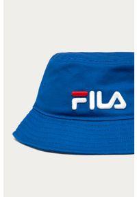 Niebieski kapelusz Fila z aplikacjami