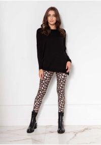 Lanti - Czarny Lekki Wiskozowy Sweter w Łódkę. Kolor: czarny. Materiał: wiskoza