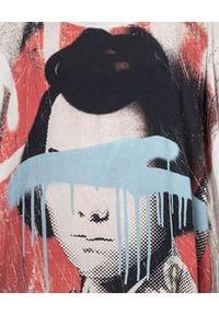 ROBERT KUPISZ - Szary t-shirt ORIENT SHOGUN. Okazja: na co dzień. Kolor: szary. Materiał: wiskoza, jeans. Wzór: nadruk. Styl: casual