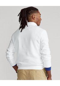 Ralph Lauren - RALPH LAUREN - Biała bluza bez kaptura Polo Sport. Typ kołnierza: bez kaptura, polo. Kolor: biały. Materiał: prążkowany, tkanina. Wzór: nadruk. Styl: sportowy