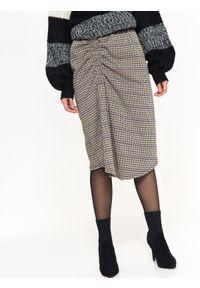 TOP SECRET - Spódnica w kratę w nowczesnym fasonie. Kolor: czarny. Materiał: tkanina. Wzór: gładki. Sezon: jesień, zima. Styl: elegancki