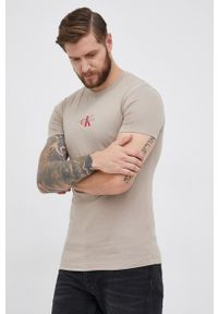 Calvin Klein Jeans - T-shirt bawełniany. Okazja: na co dzień. Kolor: beżowy. Materiał: bawełna. Wzór: aplikacja. Styl: casual