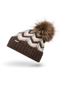 BRODRENE - Czapka zimowa z pomponem Brodrene CZ30 brązowa. Kolor: brązowy. Materiał: materiał. Sezon: zima. Styl: elegancki