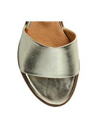 Złote klapki Arturo Vicci eleganckie, gładkie