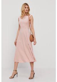Nissa - NISSA - Sukienka. Kolor: różowy. Materiał: tkanina. Wzór: gładki. Typ sukienki: plisowane, rozkloszowane