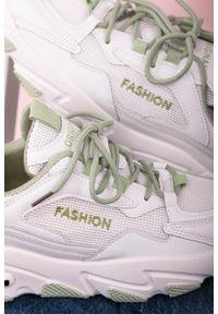 Casu - Białe buty sportowe sneakersy sznurowane casu 204/33g. Kolor: biały