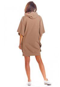 Infinite You - Nietoperzowa bawełniana sukienka z kapturem. Typ kołnierza: kaptur. Materiał: bawełna. Wzór: aplikacja. Styl: wakacyjny