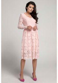 Nommo - Jasnoróżowa Wizytowa Rozkloszowana Sukienka z Koronki. Kolor: różowy. Materiał: koronka. Wzór: koronka. Styl: wizytowy
