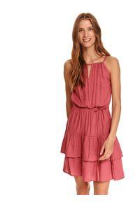 TOP SECRET - Wiskozowa sukienka z wiązaniem w talii. Typ kołnierza: dekolt halter. Kolor: różowy. Materiał: wiskoza. Długość rękawa: bez rękawów. Sezon: lato. Styl: wakacyjny