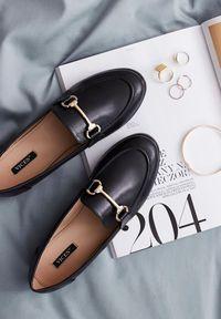 Born2be - Czarne Mokasyny Cortez. Nosek buta: okrągły. Zapięcie: bez zapięcia. Kolor: czarny. Szerokość cholewki: normalna. Wzór: aplikacja. Wysokość cholewki: przed kostkę. Obcas: na obcasie. Styl: klasyczny, elegancki. Wysokość obcasa: niski