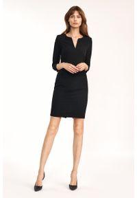 Nife - Dopasowana Mini Sukienka z Rozcięciem przy Dekolcie - Czarna. Kolor: czarny. Materiał: wiskoza, poliester. Długość: mini
