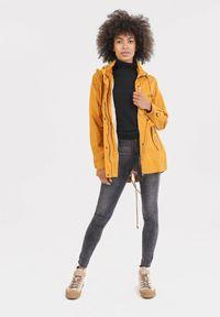 Żółty płaszcz Born2be