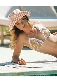 DEL MAAR - Top od bikini Samay. Kolor: beżowy. Materiał: koronka. Wzór: paisley