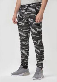 Szare spodnie dresowe Born2be moro