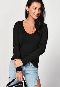Born2be - Czarna Bluzka Metirei. Okazja: na co dzień. Kolor: czarny. Materiał: bawełna, jeans, dzianina, koronka, prążkowany. Wzór: koronka. Styl: klasyczny, elegancki, casual