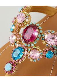 MYSTIQUE SHOES - Japonki z kryształami. Kolor: niebieski. Materiał: zamsz. Wzór: aplikacja, paski