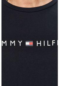 Niebieski t-shirt TOMMY HILFIGER z okrągłym kołnierzem, na co dzień