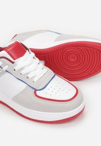 Born2be - Biało-Szare Sneakersy Xeinco. Kolor: szary