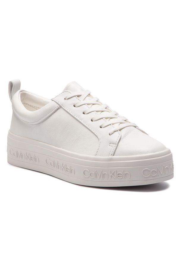 Białe półbuty na koturnie Calvin Klein casualowe, z cholewką, na co dzień