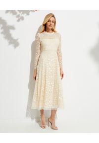 NEEDLE & THREAD - Sukienka midi Aurelia. Kolor: beżowy. Materiał: koronka. Wzór: kwiaty, koronka, aplikacja. Styl: vintage. Długość: midi