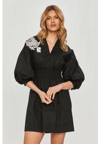 TwinSet - Twinset - Sukienka. Kolor: czarny. Materiał: tkanina. Długość rękawa: krótki rękaw. Typ sukienki: rozkloszowane