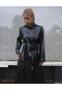 SAKS POTTS - Czarny płaszcz Luso. Kolor: czarny. Materiał: lakier. Długość rękawa: długi rękaw. Długość: długie. Styl: elegancki