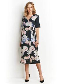 Czarna długa sukienka Happy Holly w kwiaty, kopertowa