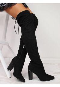 Kozaki damskie muszkieterki na słupku czarne Vinceza. Kolor: czarny. Materiał: zamsz. Szerokość cholewki: normalna. Obcas: na słupku