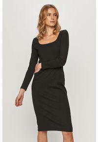 Czarna sukienka GAP mini, casualowa, z dekoltem karo, z długim rękawem