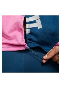 Koszulka damska do biegania Nike Therma Sphere Icon Clash CJ8064. Materiał: poliester, materiał, elastan. Długość rękawa: długi rękaw. Technologia: Dri-Fit (Nike). Długość: długie. Wzór: aplikacja, nadruk. Sport: fitness