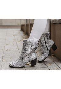 Białe botki Zapato z cholewką za kostkę, na wiosnę