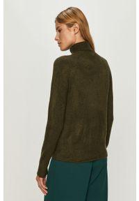 Zielony sweter Jacqueline de Yong melanż, raglanowy rękaw, z golfem